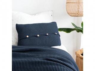 Подушка з дерев'яними гудзиками, темно-синя