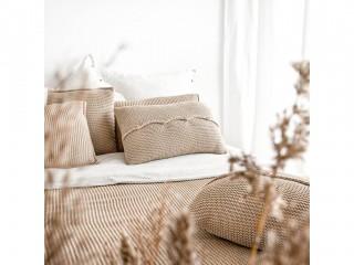 Подушка з дерев'яними гудзиками, солома